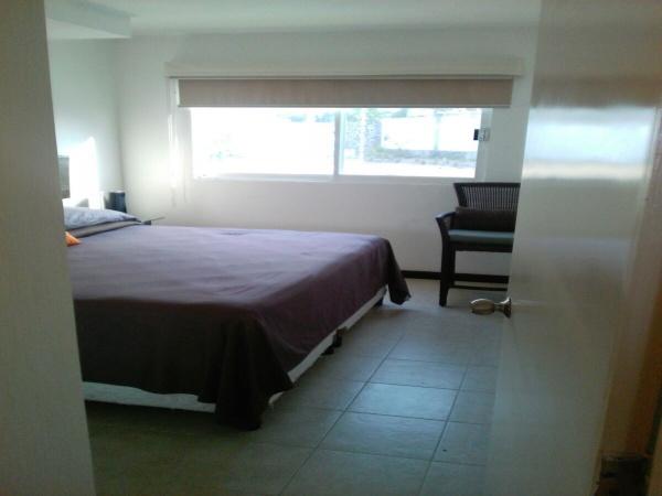 espacio para king zize,  piso porcelanato, amplias ventanas