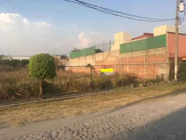 Lomas del bosque Cuernavaca,Morelos,Terreno,1220,venta casas,piscina,bienes raices,inmobiliaria